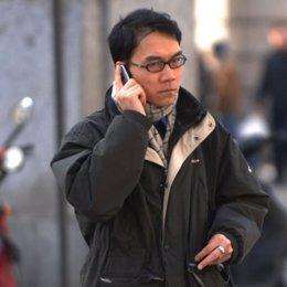 recursos moviles movil gente hablando calle