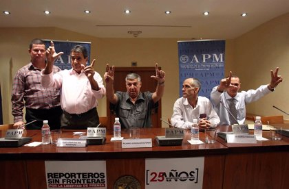 Cuatro de los once presos cubanos llegados a España quieren poder viajar a EEUU, donde tienen familia