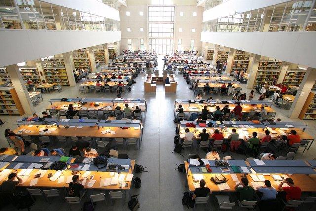Imagen de la biblioteca de la UPNA.
