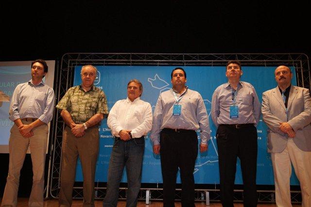 Navarro y Rus, junto a otros dirigentes del PP