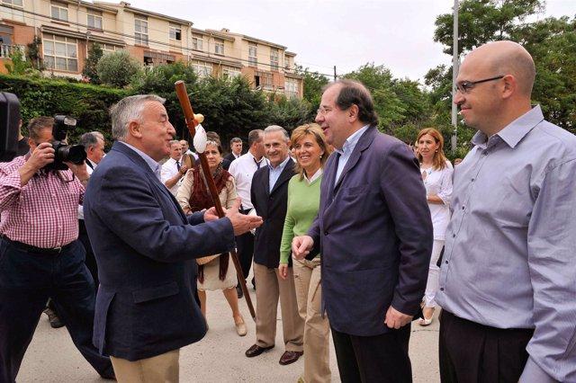 Herrera recibe el bastón de peregrino