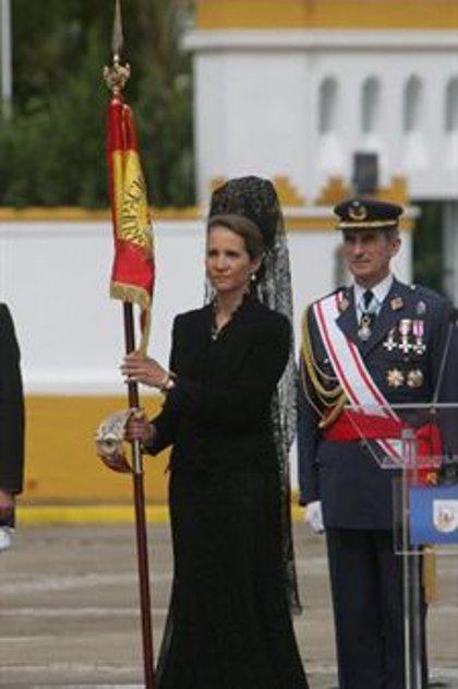 """La Infanta Elena entrega la bandera de combate a la fragata Méndez Núñez para """"representar a España por todo el mundo"""""""