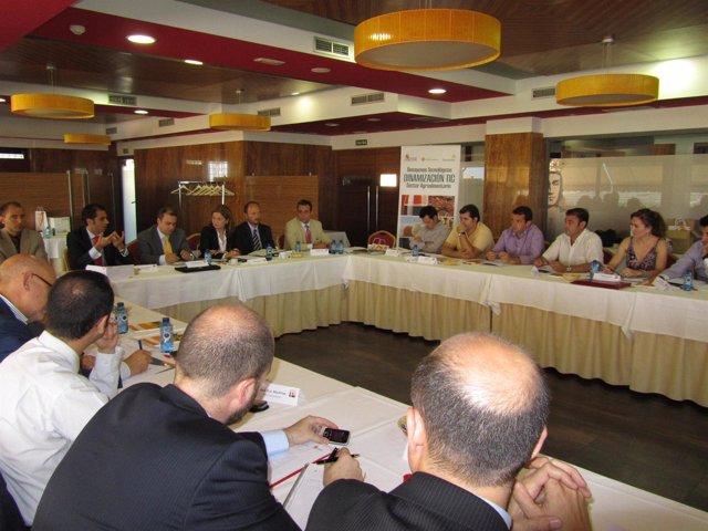 Participantes en el desayuno del sector vitivinícola