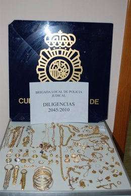 La Policía Nacional detiene a un joven por robar joyas en una casa en Puerto del