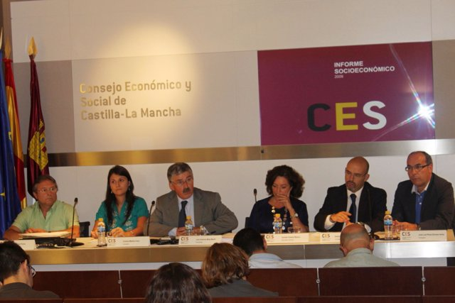 El consejo del CES durante la rueda de prensa ofrecida este martes