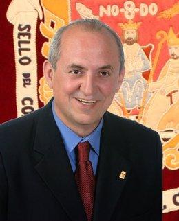 El alcalde de Alcalá del Río, Juan Carlos Velasco