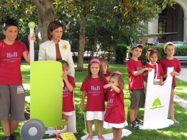 La ministra Elena Espinosa durante la presentación de la campaña 'Cambia la 'bol