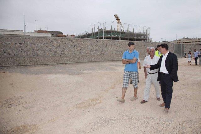 El consejero Jerónimo Blasco visita la nueva urbanización en Valdefierro