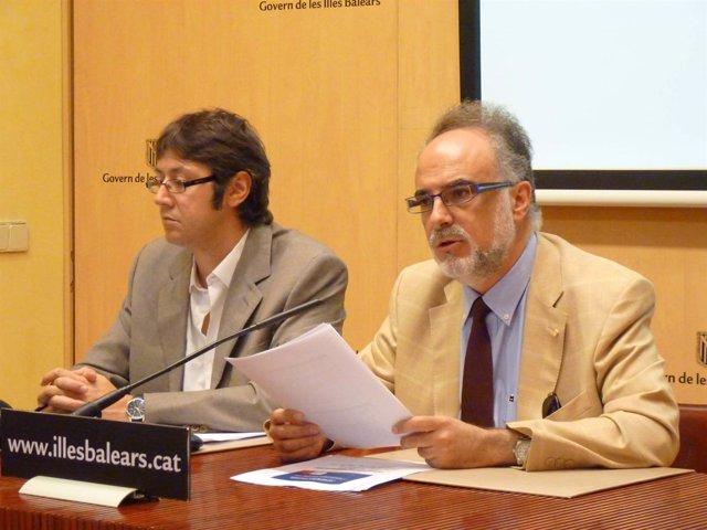 El director general de Economía, Andreu Sansó (izda.), junto a Manera (dcha.), d