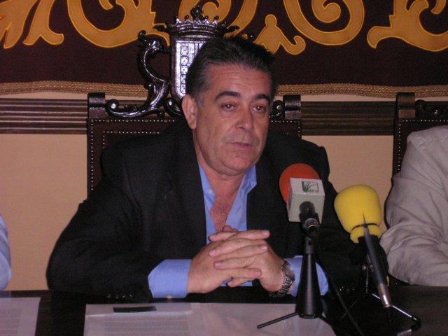 Francisco Bella, en rueda de prensa