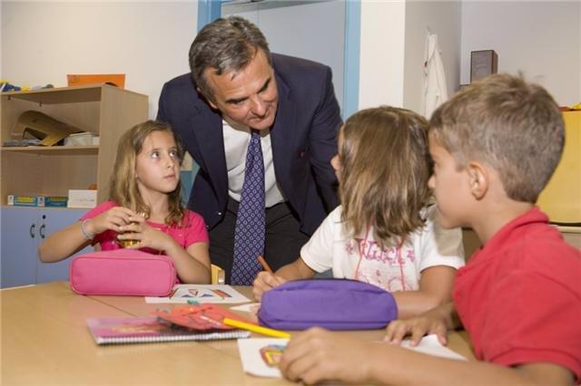 El alcalde de Majadahonda con niños de las Escuelas Educativas de Verano