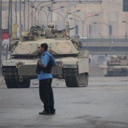 afganistan calle tanque patrullando