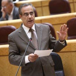 Celestino Corbacho en el Pleno del Senado