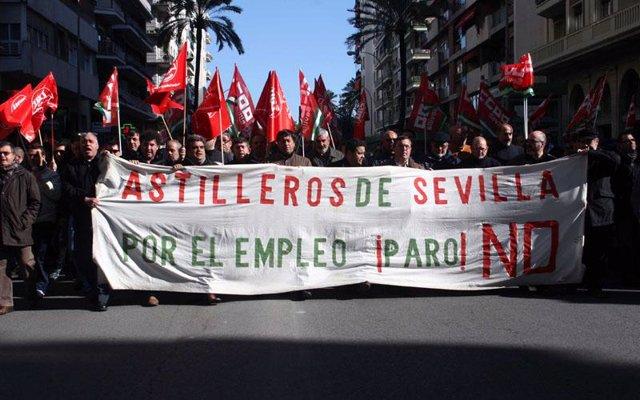 Centenares de trabajadores de astilleros de Sevilla