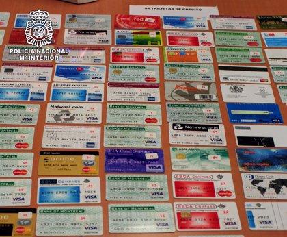 Detienen en Madrid a un canadiense experto falsificador de documentos de identidad y permisos de conducir