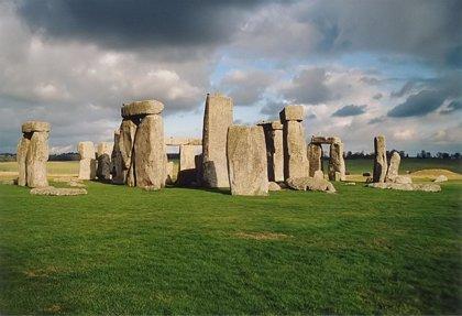 Arqueólogos británicos descubren al 'mellizo' de Stonehenge de madera