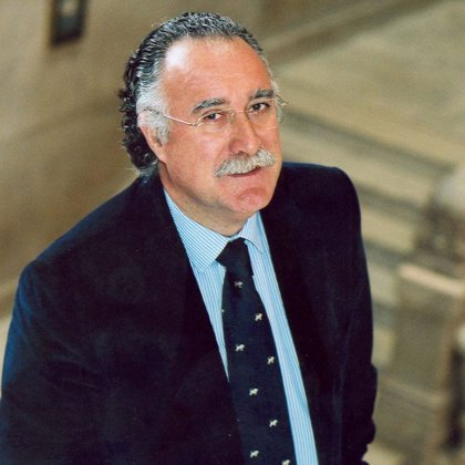 """Azkuna cree que la Ley de Cajas no es """"progresista"""" y espera que instituciones locales no pierdan a favor de autonómicas"""