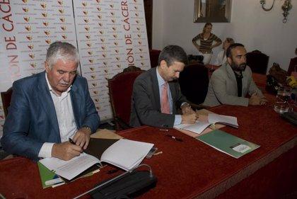 La Junta y la Diputación de Cáceres firman un convenio para eliminar residuos de construcción en el norte de Cáceres