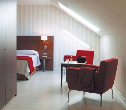 Las pernoctaciones en los hoteles cántabros bajan un 3% en junio, mientras suben un 5,4% en España