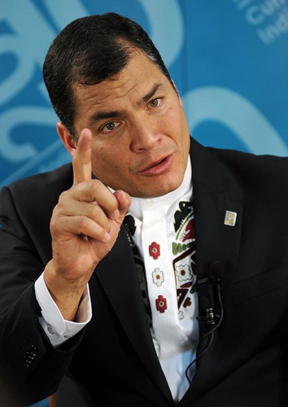 Correa no descarta disolver la Asamblea Nacional