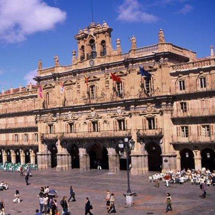 La Plaza Mayor de Salamanca lucirá desde hoy 'La Mariseca', que anuncia la proximidad de las fiestas