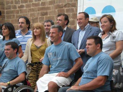 Sanz felicita en Nájera a los miembros de Deporte sin Barreras que han completado la primera etapa del camino