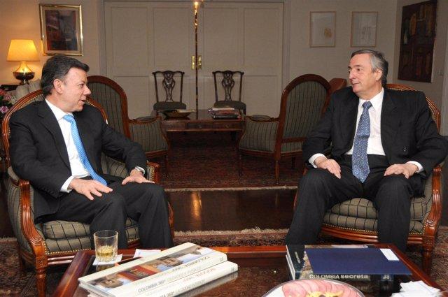 El presidente electo de Colombia, Juan Manuel Santos, y el secretario general de