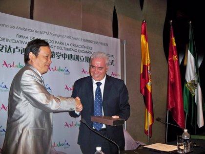 La Junta abrirá un centro en la Universidad de Comunicación china para impulsar el turismo idiomático