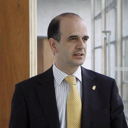 """Catalán afirma que el Gobierno foral está """"tranquilo"""" ante una solvencia """"garantizada"""" de Banca Cívica"""