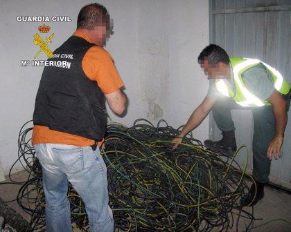 Detienen a dos personas 'in fraganti' por la sustracción de cableado eléctrico en Librilla