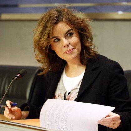 """Sáenz de Santamaría afirma que Sanz está para """"paliar, en lo que puede, las deficiencias del Gobierno de la nación"""""""