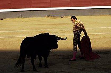 """Rivero ve """"con respeto"""" la decisión de abolir las corridas de toros en Cataluña"""