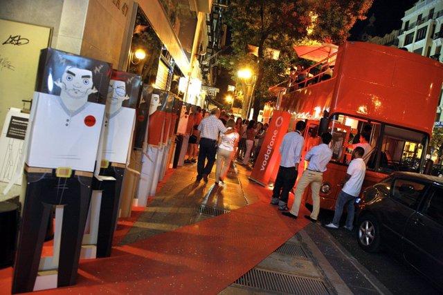 Avatares haciendo cola en la calle Goya