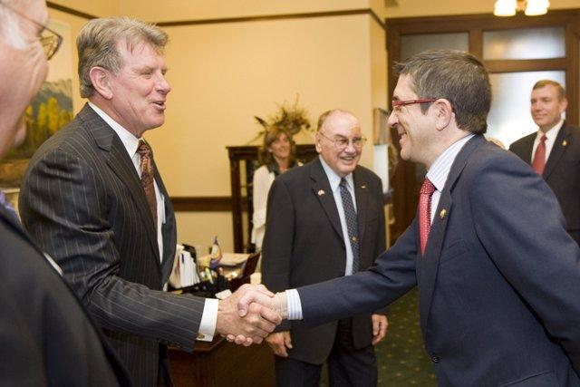 López con el Gobernador, Butch Otter