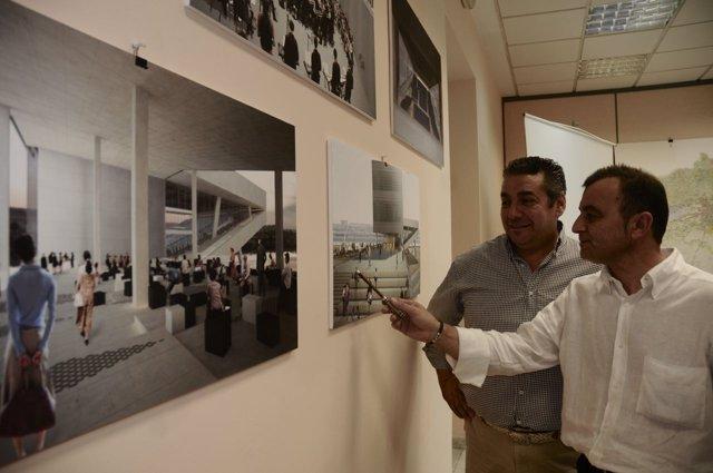 Tejada señala una recreación del futuro Centro de Congresos