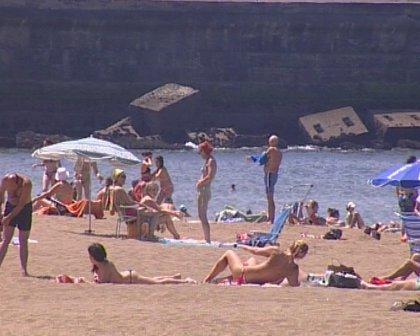Todas las playas vizcaínas exhiben hoy banderas verdes, menos tres que aconsejan baño con precaución