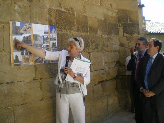 El consejero se interesa por las obras realizadas en el templo en El Frago