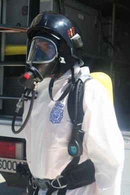 Agente especializado en incendios de la Policía Nacional
