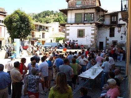 Baños de Montemayor homenajea a los mayores y emigrantes del pueblo con una fiesta en agosto