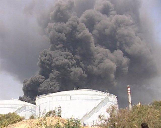 Imagen del incendio mortar en la refinería 'La Rábida' de Cepsa en Huelva