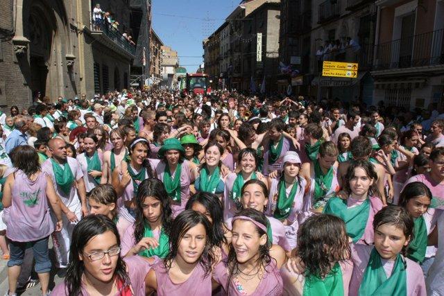 Calle con gente en Sanlorenzos