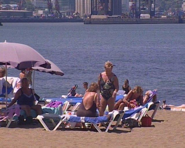 tiempo agradable en las playas vizcainas R