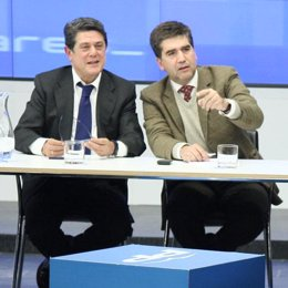 Federico Trillo, coordinador de Libertad y Justicia del PP, e Ignacio Cosidó, po