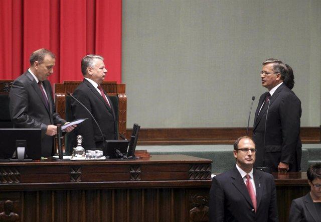 Komorowski toma posesión como presidente de Polonia