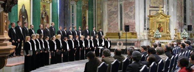 El coro Smolny en la Catedral de San Petersburgo