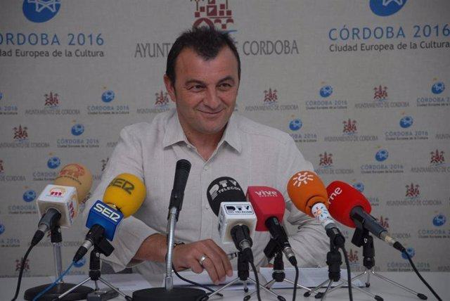 el portavoz del Grupo Municipal de Izquierda Unida en el Ayuntamiento de Córdoba