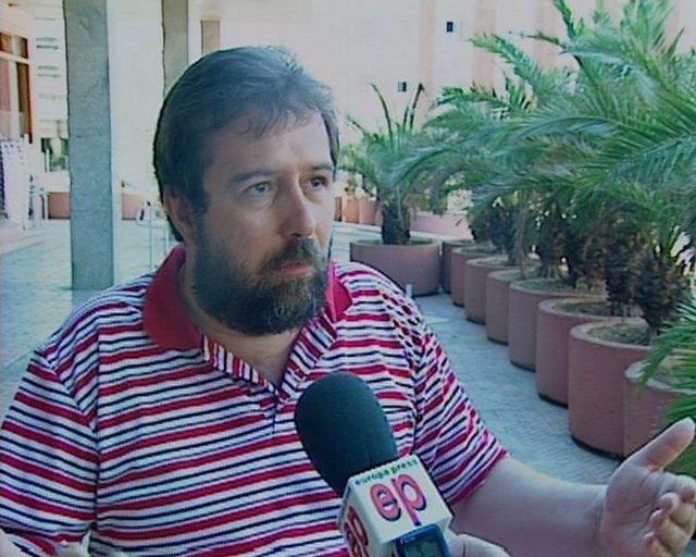 Un padre pide justicia tras recibir 22 denuncias falsas de abuso y violencia de