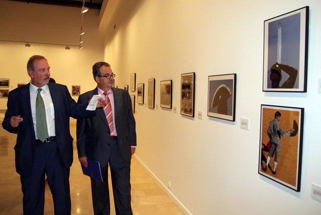 el director de la Obra Social de Unicaja, Felipe Faraguna, y el delegado de EFE