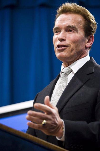 Schwarzenegger solicita que se autorice el matrimonio homosexual
