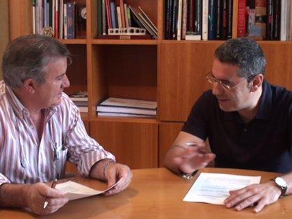 Burgos suscribe el convenio para la reforma de la travesía del municipio serrano de Villavelayo